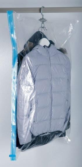 Housse manteaux sous vide avec cintre 70x100cm pour for Housse sous vide penderie