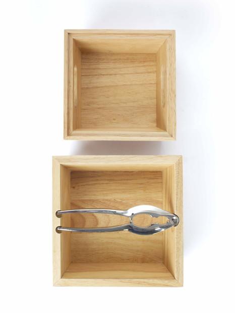 Casse-noix avec bols en bois empilables