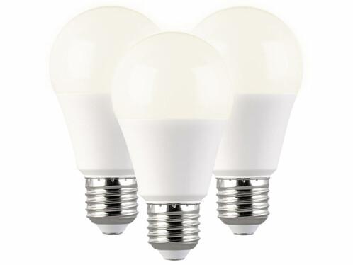 Lot de 3 ampoules LED E27 avec une capacité de 11 W seulement et une luminosité de 1050 lumens.