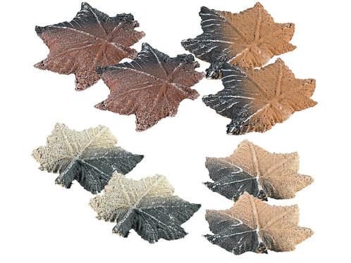 Lot de 8 feuilles d'érable décoratives en céramique par Carlo Milano.