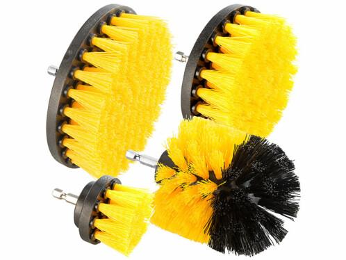 Quatre brosses à fixer sur une perceuse ou visseuse sans fil à mandrin de serrage rapide.