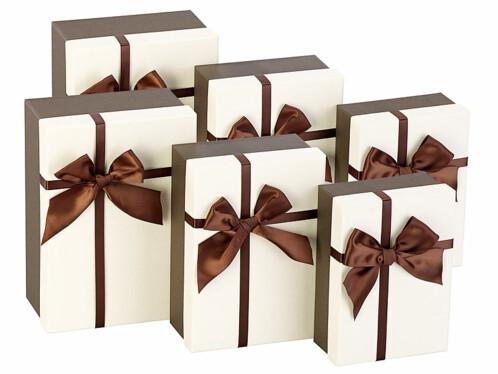 6 paquets-cadeaux avec boucle brune