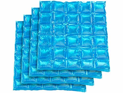 Quatre poches réfrigérantes réutilisables de 30 x 25 cm.