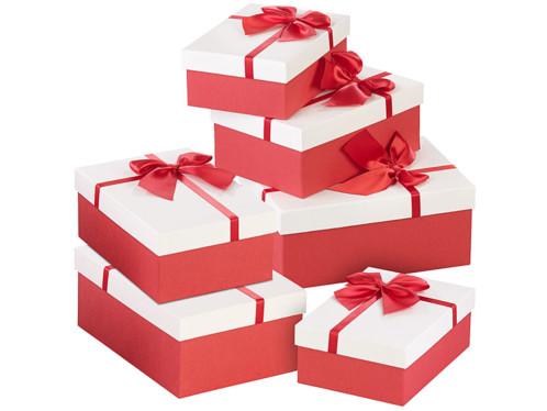 6 paquets-cadeaux avec boucle rouge