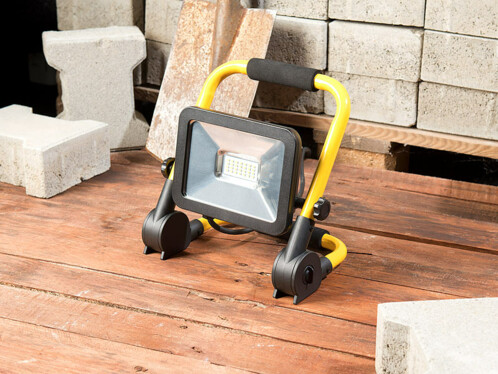 projecteur led de chantier 20W pliable avec poignée de transport luminea