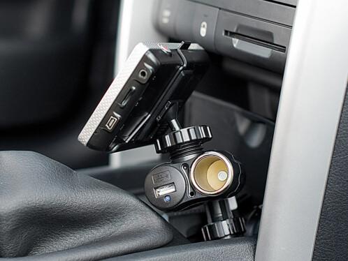 Support GPS sur prise allume-cigare
