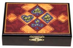 coffret de jeu en bois laqué avec peinture et 2 jeux de 52 cartes à jouer pour poker belote 421 black jack motif marqueterie 4 enseignes carreau pique coeur trefle