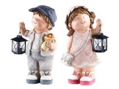 Deux figurines décoratives Petit Willy et Petite Anne avec lanterne par Royal Gardineer.