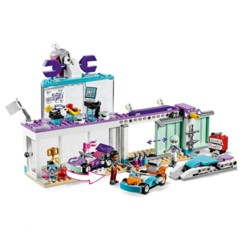 L'Atelier de customisation de kart LEGO Friends 41351.