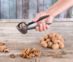 Casse-noix et pince à bouchon en métal