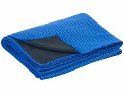 Serviettes rafraîchissantes de 100 x 30 cm vendues chez Pearl.