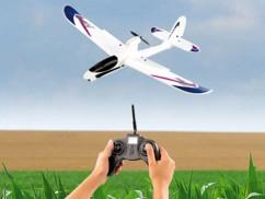 Avion télécommandé avec pilote automatique et caméra