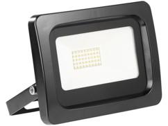 projecteur led haut efficacité energetique 30w blanc chaud étanche pluie et neige fixation murale luminea