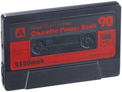 batterie d'appoint 2500 mah design cassette audio retro K7