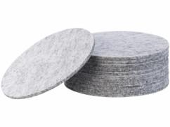 Lot de 12 dessous-de-plat en feutre gris clair.