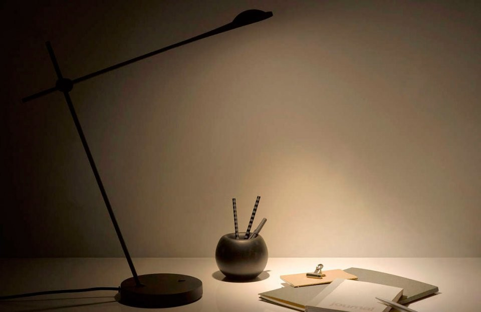 lampe de bureau design philips mindset avec ampoule led int gr e. Black Bedroom Furniture Sets. Home Design Ideas