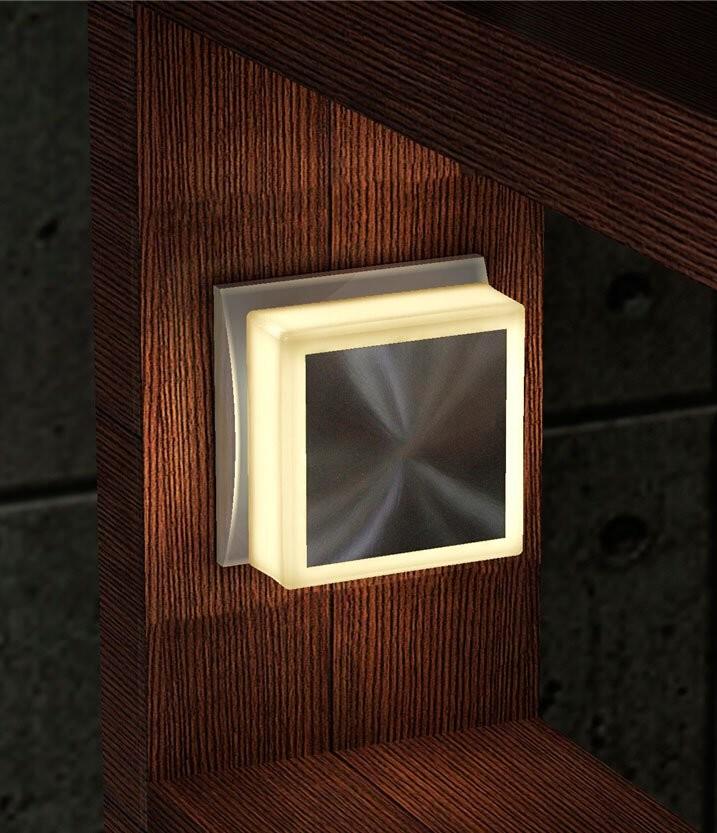 veilleuse led carr e pour prise secteur avec surface tactile. Black Bedroom Furniture Sets. Home Design Ideas