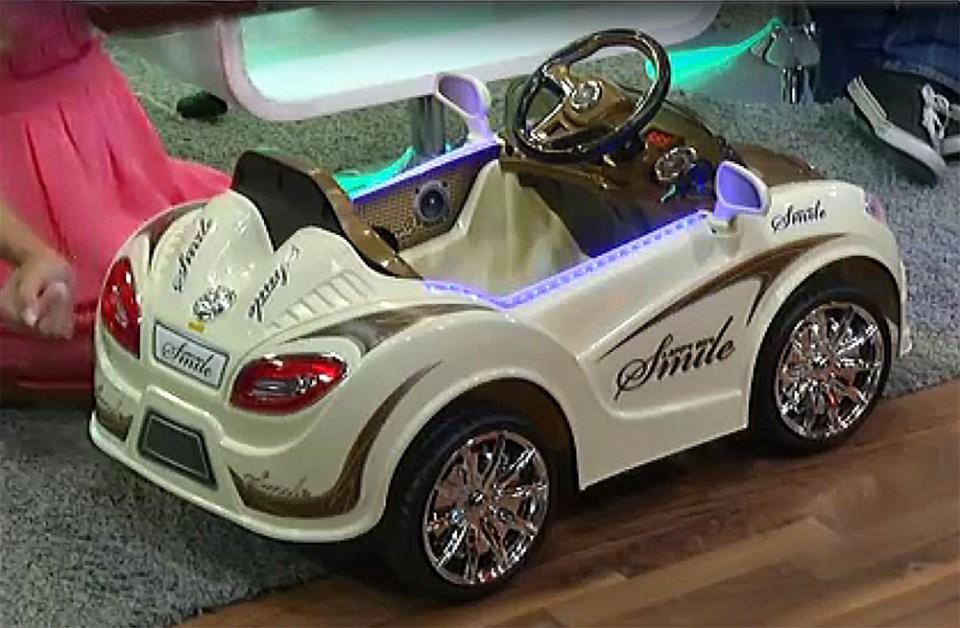 voiture lectrique pour enfant design sport avec haut parleur. Black Bedroom Furniture Sets. Home Design Ideas