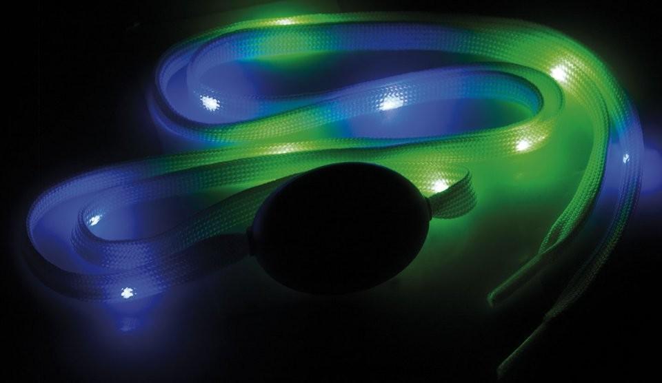 lacets lumineux avec led pour chaussures accessoire clubbing. Black Bedroom Furniture Sets. Home Design Ideas