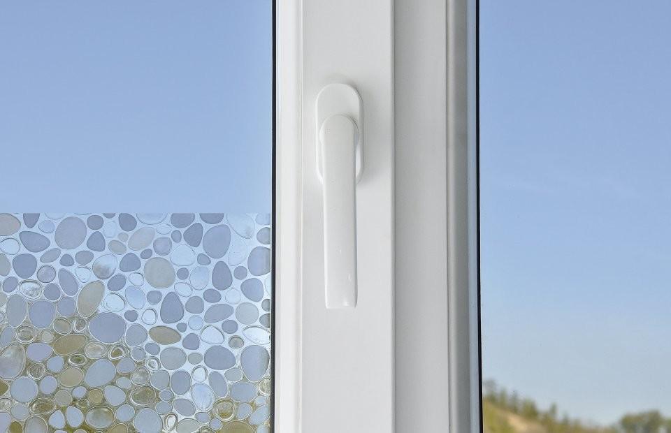 Sticker opaque auto adh sif avec reliefs pour fen tres et for Stickers fenetre opaque